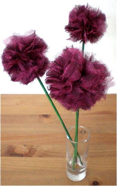 how to make fabric pom pom flowers guest post redtedart 39 s blog. Black Bedroom Furniture Sets. Home Design Ideas