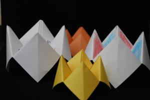 "How to… make a ""Himmel oder Hölle"" Spiel (Paper Fortune Teller or a Paper Puppet)"